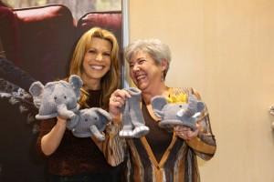 Vanna and Nancy show off Nancy's winning entry.
